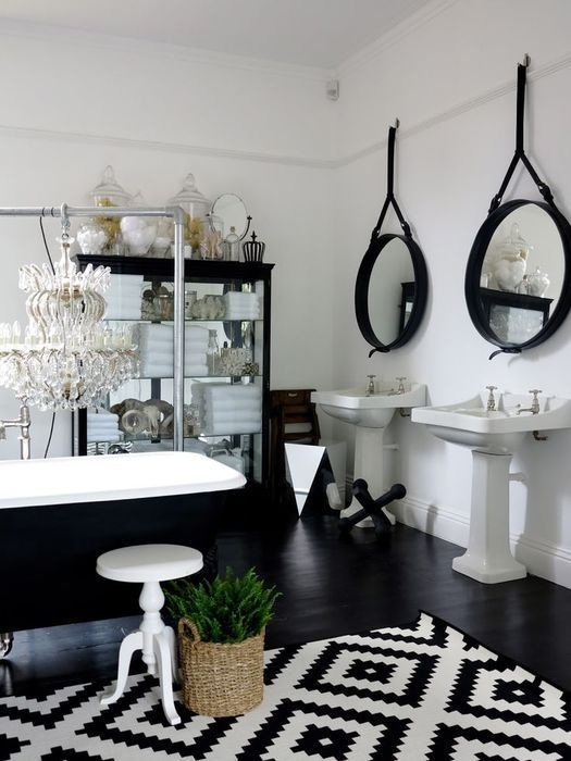 display_Sophisticated_black_and_white_monochrome_bathroom