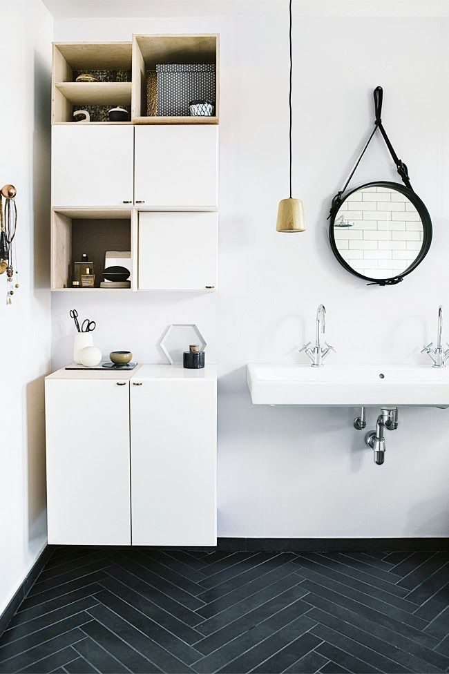 functional-bathroom-in-black-and-white-with-copper-accents