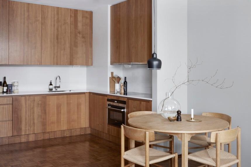 Warm-wooden-kitchen-light-wood-dining-set